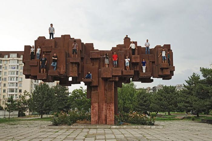 Социальная скульптура в Бишкеке
