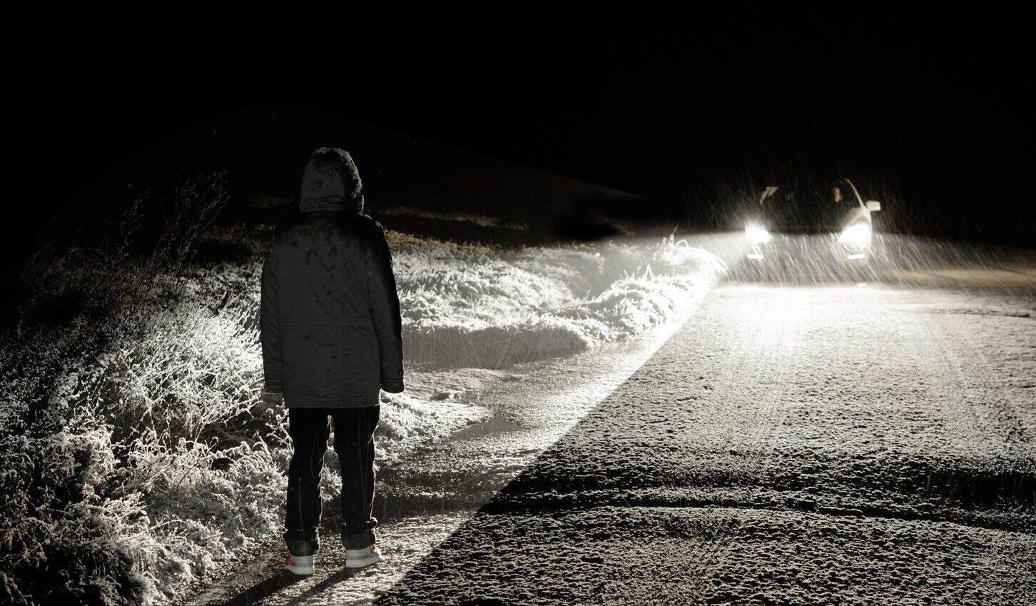 Пешеход ночью
