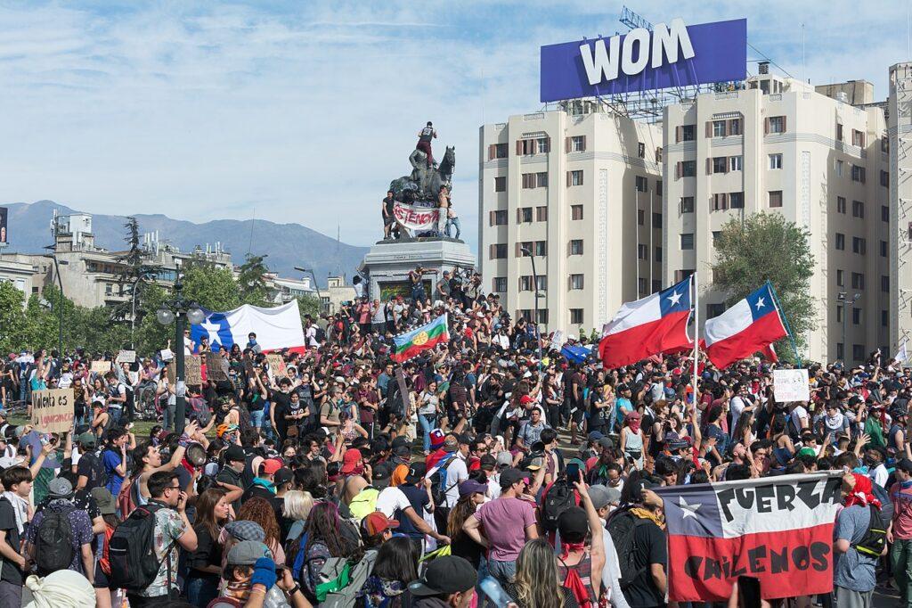 Протестующие в Чили
