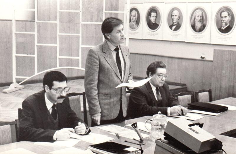 Заседание Объединенного ученого совета СО АН СССР по экономическим наукам. Д.э.н. Н. В. Игошин, чл.-корр. А. Г. Гранберг, к.э.н. В. И. Клисторин. 1989 г.