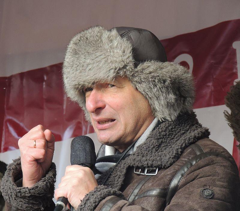 Борис Кагарлицкий выступает на митинге 2 марта 2013 года.