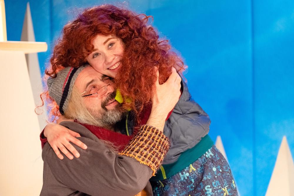 Сцены из спектакля «Тони Глиммердал» в Первом театре (Фото В. Копалова)