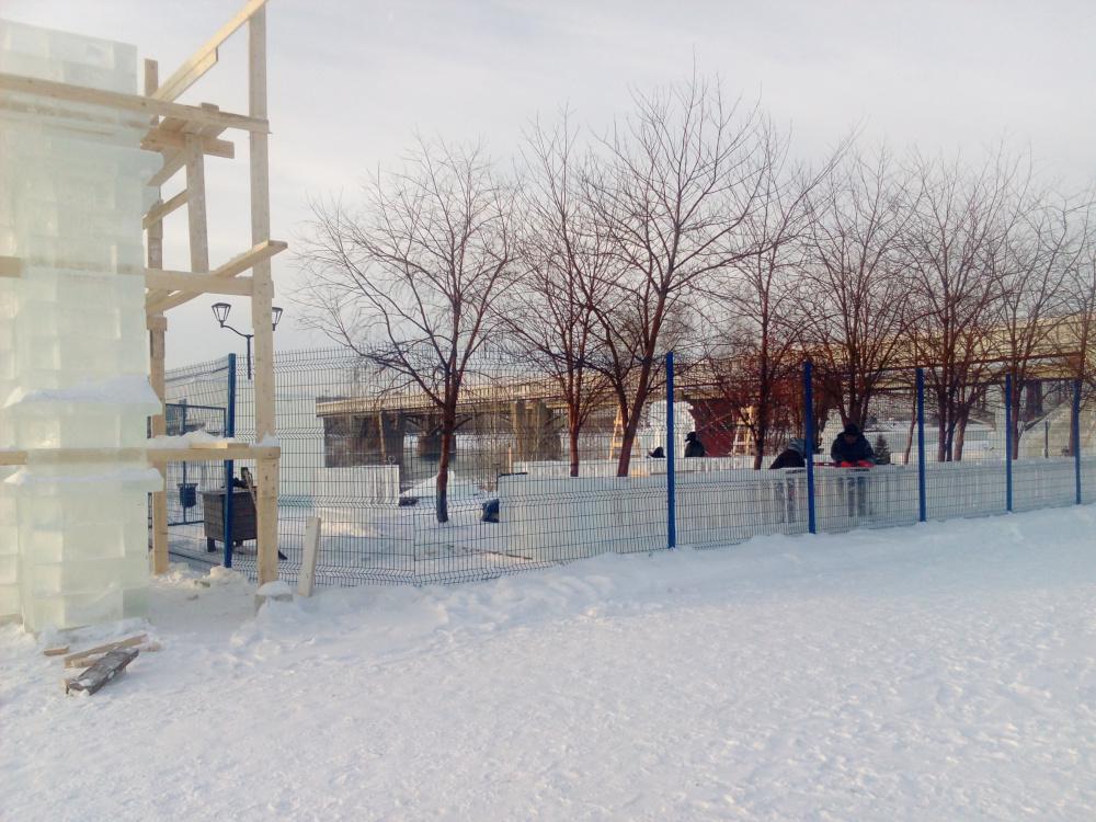 Строительство ледового городка в Новосибирске
