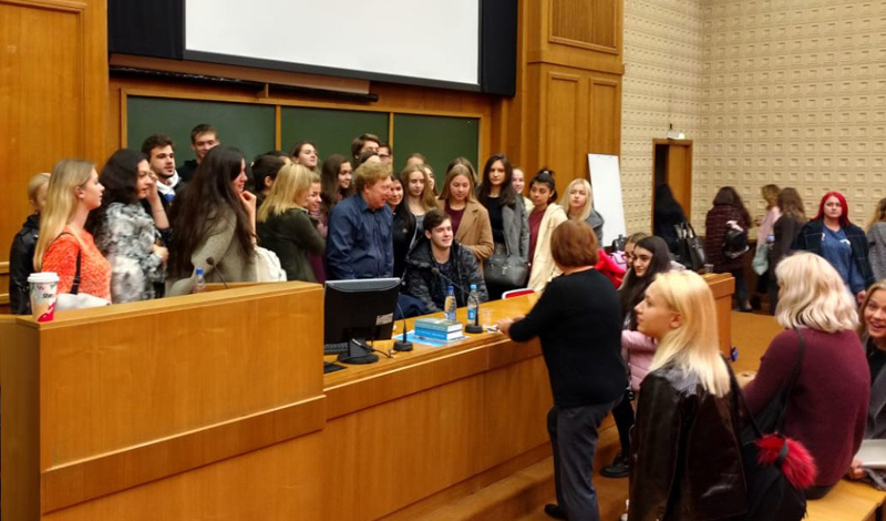 Александр Верин на встрече со студентами в Президентской Академии государственной службы в Москве (РАНХиГС)