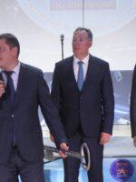 Президент ОКР Станислав Поздняков (в центре) на открытии фехтовального центра своего имени в Новосибирске