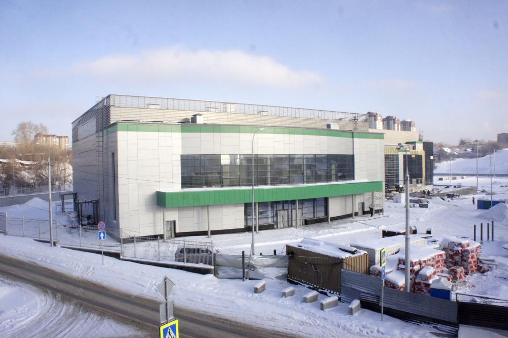 Волейбольный центр возводится в Новосибирске на пересечении улиц Фрунзе и Ипподромская. Фото автора