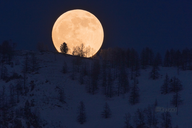 Луна в горах