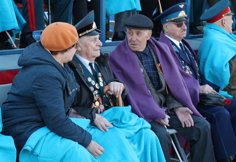 Ветераны на параде Победы в Новосибирске. Фото: Сергей Завражных