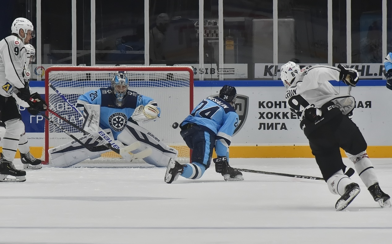 В текущем сезоне Харри Сятери признавался лучшим голкипером месяца в КХЛ. Фото Алексея Игнатовича