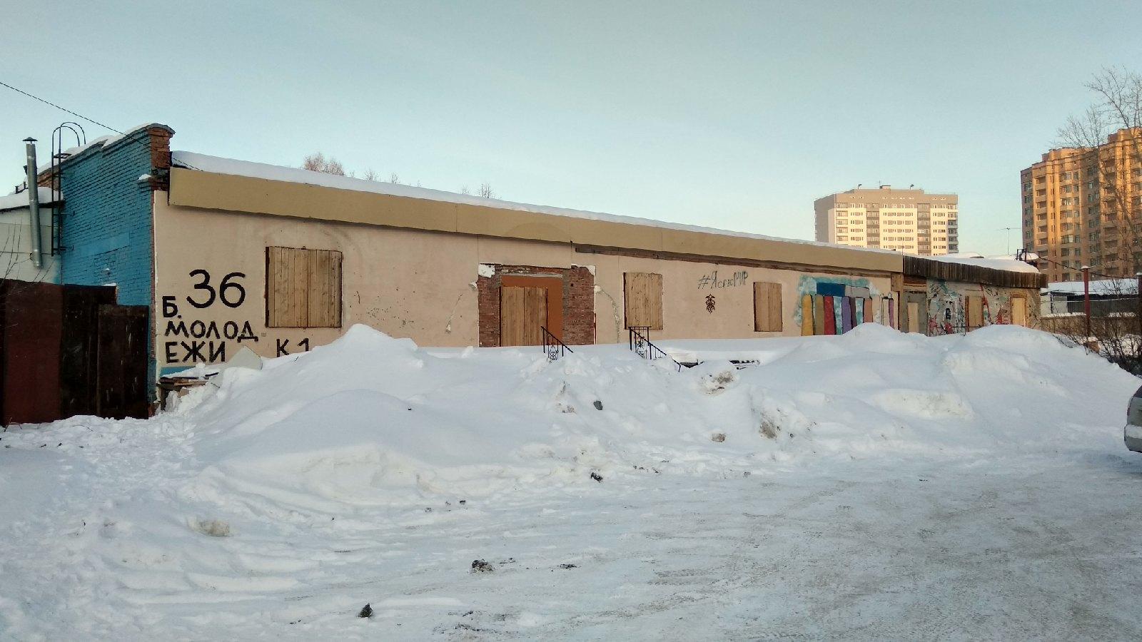 Обрушение крыши на бульваре Молодежи