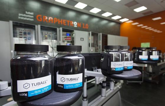 Упаковка готовой продукции на производстве углеродных нанотрубок. Фото: ocsial.com