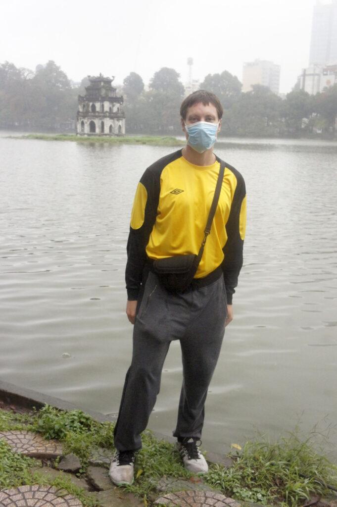 Корреспонденту ЧС-ИНФО тоже пришлось приобрести маску