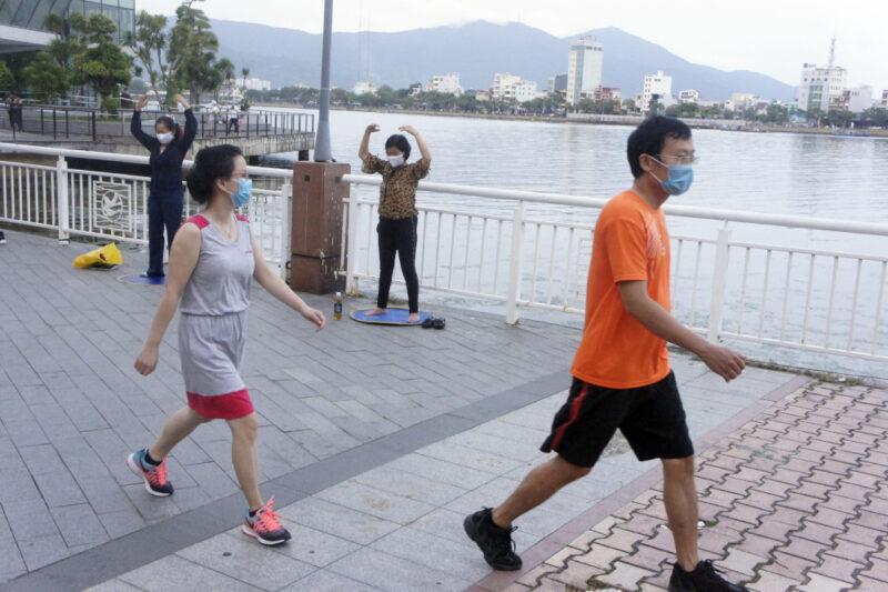Во Вьетнаме практически все местные жители и иностранцы ходят в масках