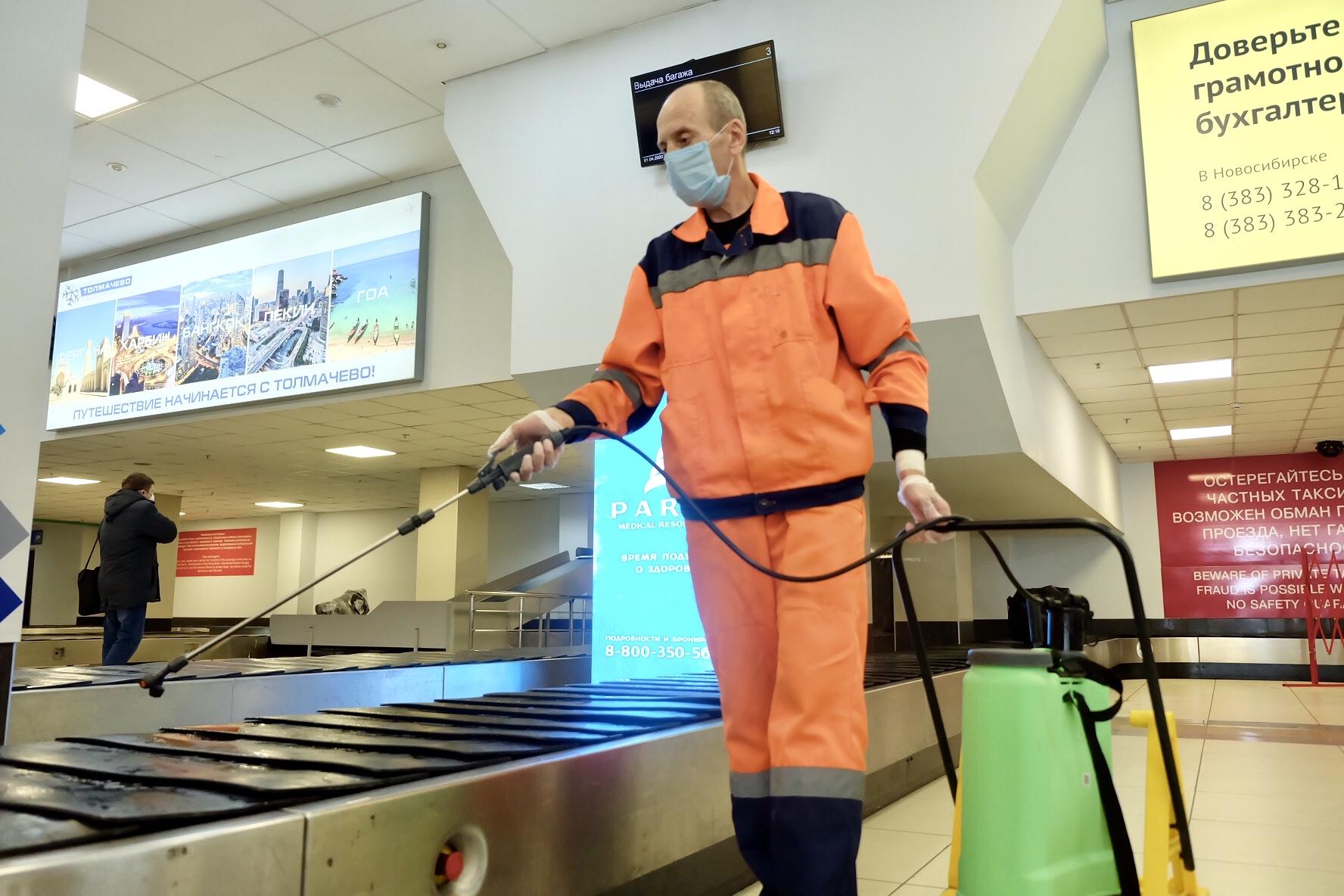 ОБработка аэропорта Толмачево. Фото из социальных сетей