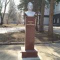 Памятник Антонову на территории СибНИА. Фото: Марина Вдовик