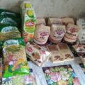 Вот такие продуктовые наборы выдают школьникам Новосибирска в мае. Фото предоставлено читателями ЧС-ИНФО