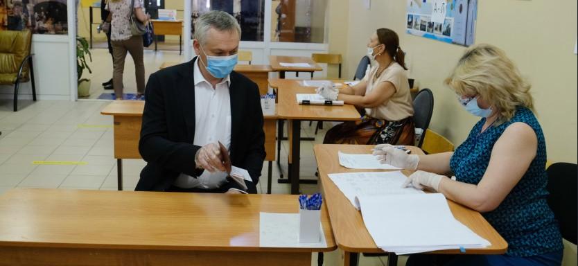 Травников голосует