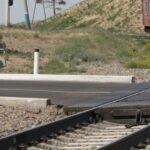 Мужчина, попавший под поезд в Новосибирске, скончался в больнице