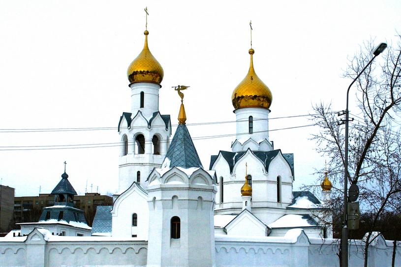 Храм Архистратига Михаила на территории микрорайона ОбьГЭС в Советском районе Новосибирска.