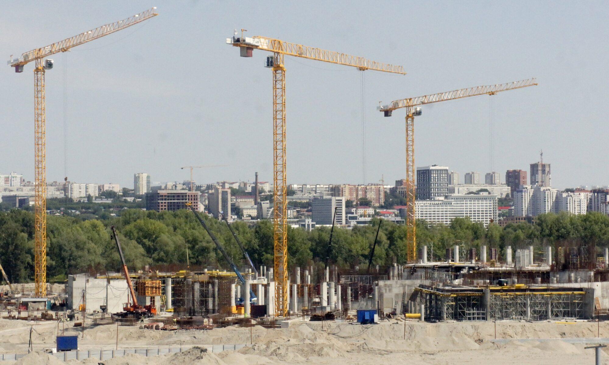 Строящийся ЛДС на левом берегу Оби в Новосибирске. Фото автора