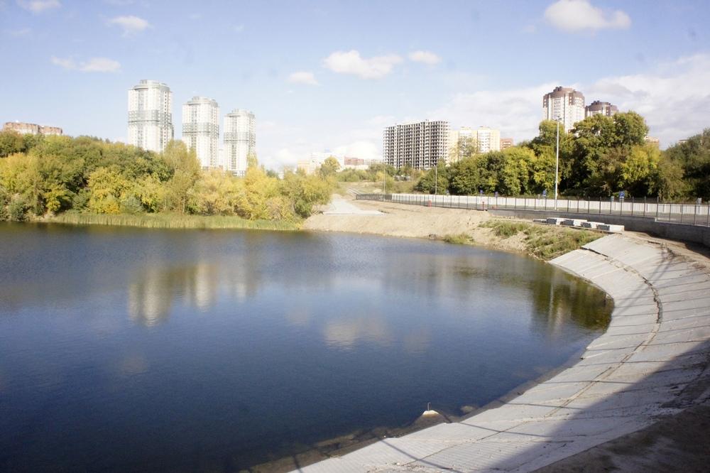 Рядом с волейбольным центром находится озеро Надежда