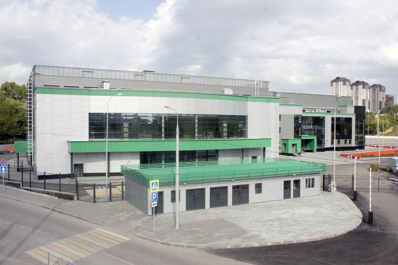 Малый (слева) и большой залы центра