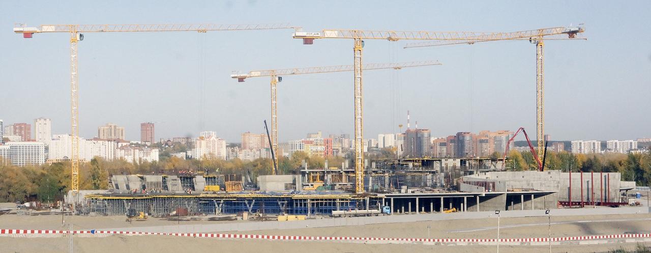 Строящаяся многофункциональная ледовая арена в Новосибирске. Фото сделано автором 21 сентября 2020 года