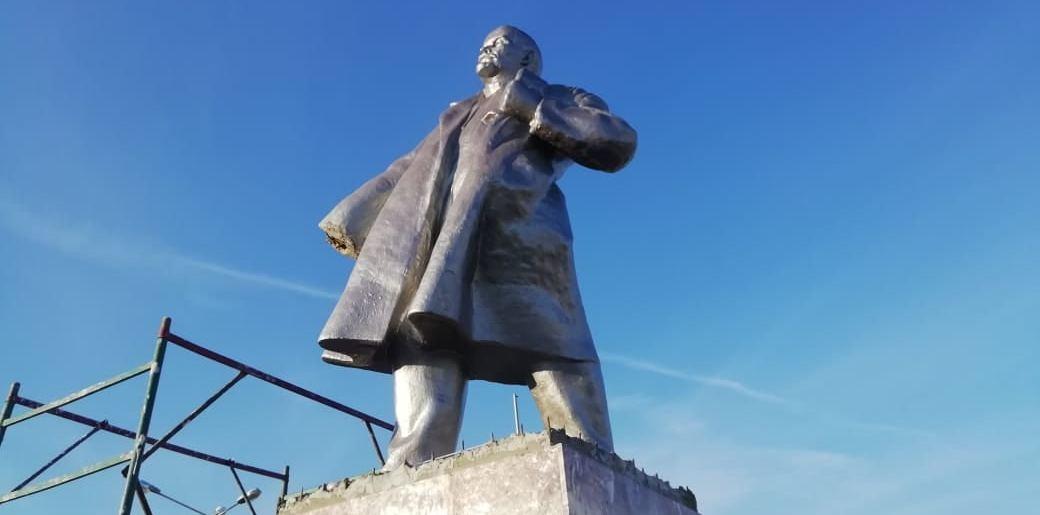 у статуи ленина украли руки