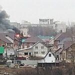 Двухэтажный дом с газовыми баллонами внутри загорелся в Новосибирске