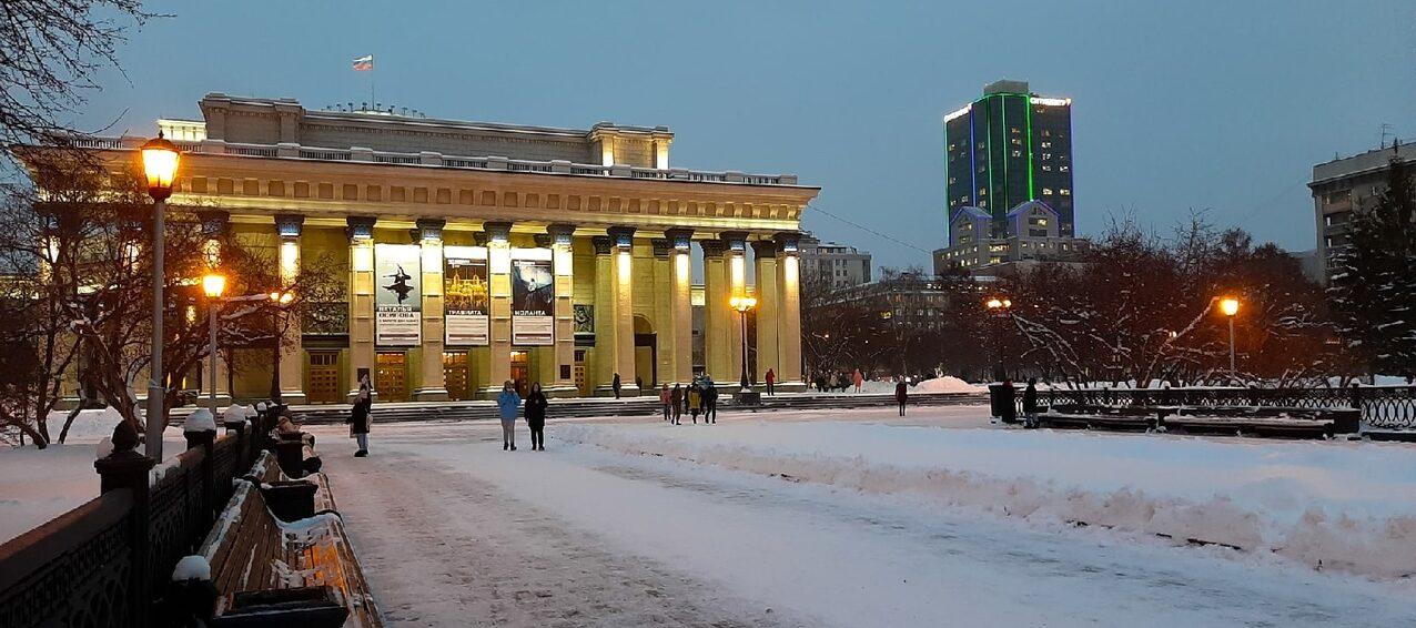 Театр оперы и балета в Новосибирске зимой