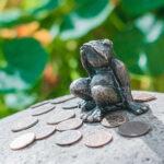 Памятник лягушке-путешественнице в Томске считается самым маленьким в мире. Его размер - всего 4 см