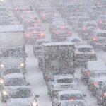 машины в зимней пробке