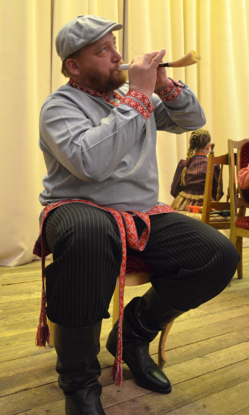 Иван Киселев играет на многих инструментах