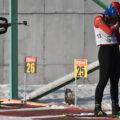 биатлонисты на позиции