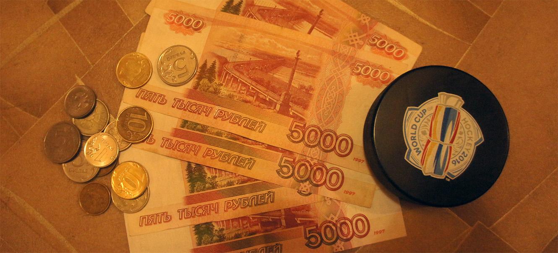 Деньги россыпью пятитысячная купюра