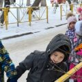 детский сад на прогулке