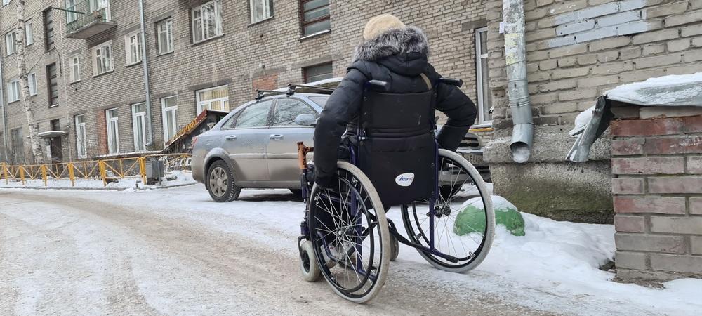 Инвалид на коляске зимой