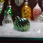 Новогодние игрушки: люди и зверушки