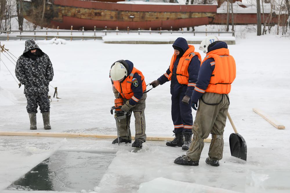 Спасатели готовят купели