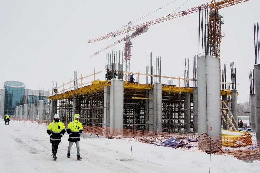 Толмачево, строители, терминал