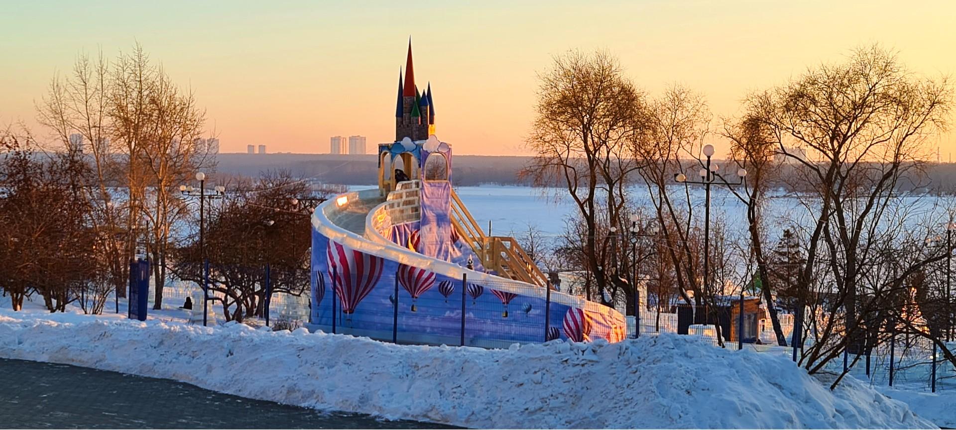 ледовый городок на Михайловской набережной