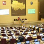 Губернатор Андрей Травников выступает с отчетом в Заксобрании НСО