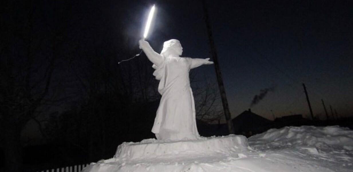 Родина мать, снеговик, скульптура