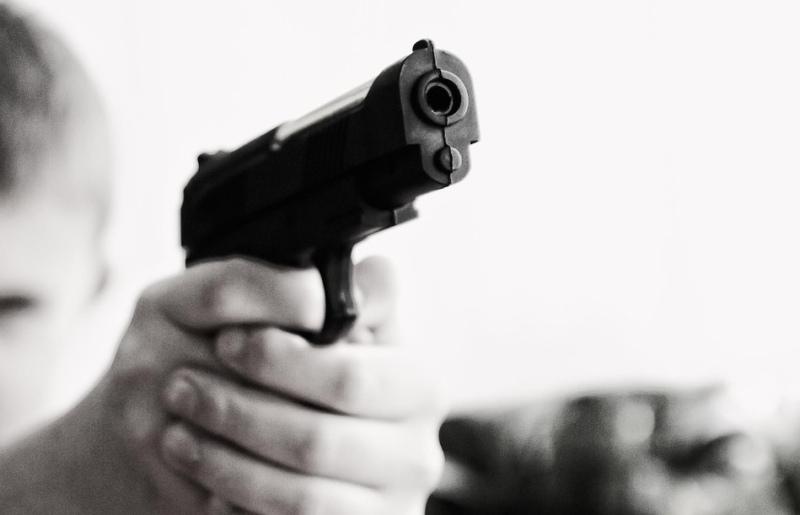 ребенок, пистолет