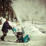 Новосибирские дворники получают на 8200 рублей меньше коллег по стране