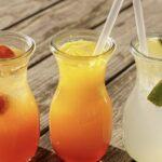 Три бокала с напитками