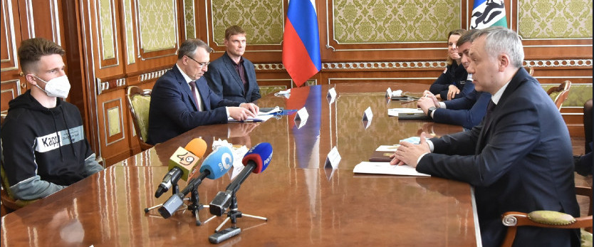 Андрей Травников встретился со спортсменами