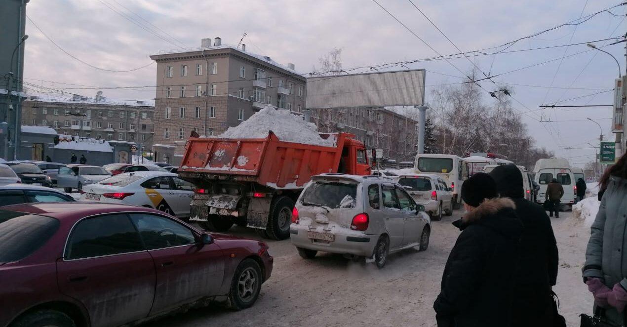 ДТП с Троллейбусом Площадь Калинина ДТП пробка Новосибирск