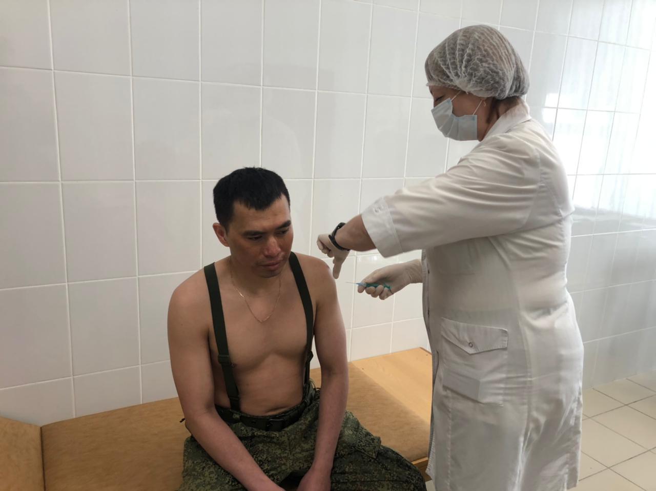 В Новосибирске курсантов из Африки и Азии привили от коронавируса