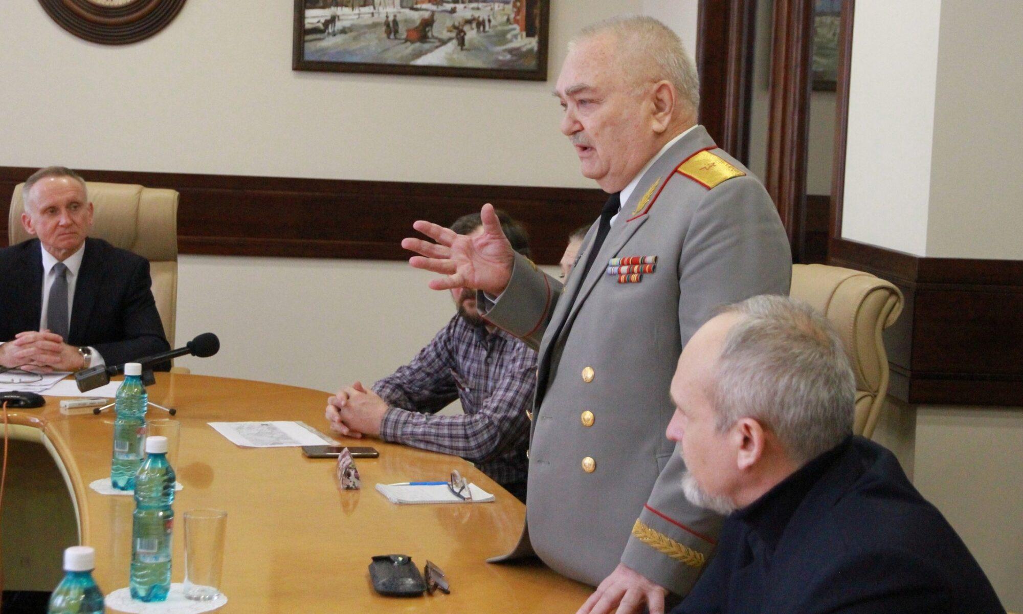 Первый вице-спикер Законодательного собрания Новосибирской области Андрей Панферов встретился с представителями Координационного совета и обсудил перспективы развития Военного городка.